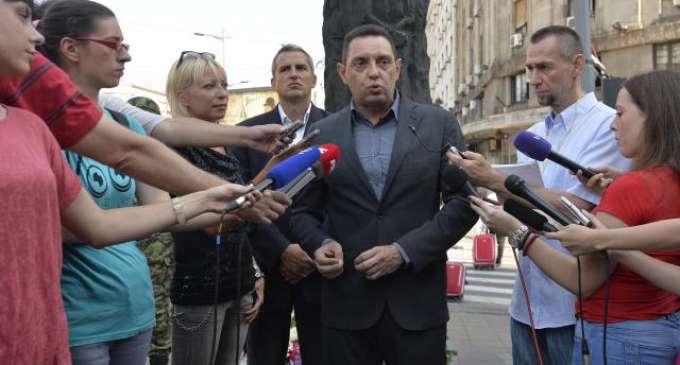 """Вулин: Брисел мора да знае, """"голема Албанија"""" значи и голема војна"""