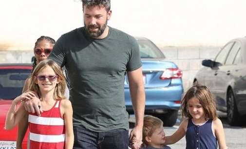 Мет Дејмон: Бен Афлек ја презеде улогата на мајка на своите деца
