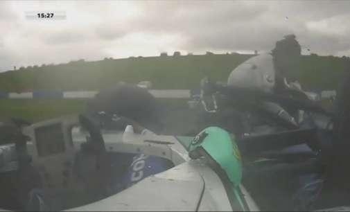 Хорор во Формула 4, на тинејџер му се ампутирани нозете (Видео)