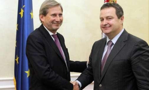 Хан вознемирен од изјавите на некои балкански лидери што имплицираат промена на границите