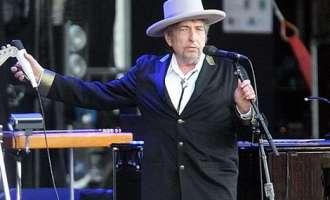 Боб Дилан конечно ја прими Нобеловата награда за книжевност