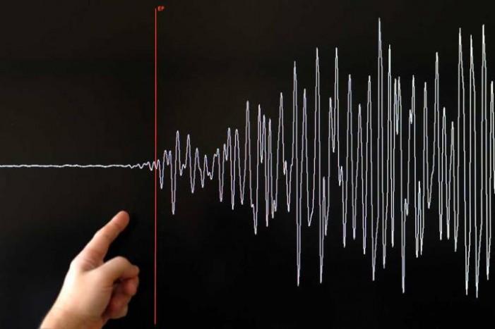 Два посилни земјотреси ја погодија Турција, населението во паника
