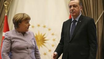 Меркел повикува на дијалог во Турција