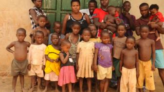 (ФОТО) На 37 години таа е како зајак – биолошка мајка на 38 деца