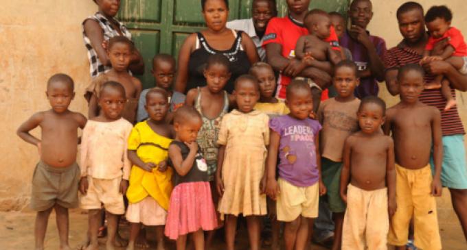 На 37 години таа е како зајак – биолошка мајка на 38 деца