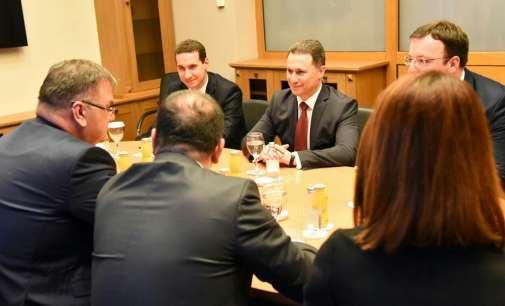 Груевски и пред Иваниќ потенцирал дека излезот од кризата е во нови избори