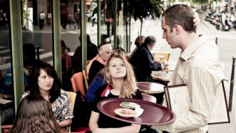 Истражување: Најстресна работа е келнерската