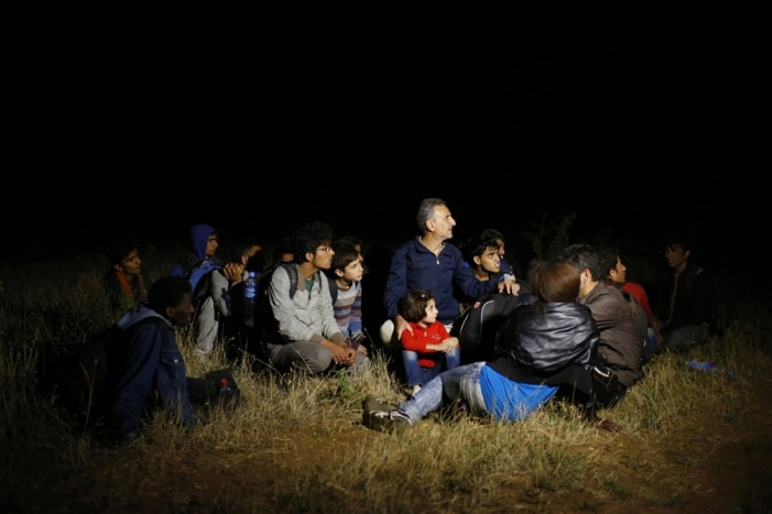 Заклучувале и криеле мигранти во прифатниот центар Гази Баба