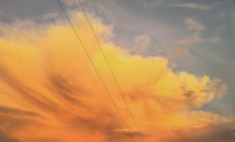 Облак во огнени бои ја вознемири Москва