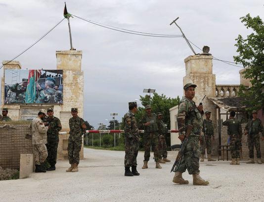 Талибаните нападнаа база на северот на Авганистан  загинаа над 50 авганистански војници
