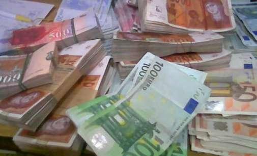 Политичката криза ја намалува довербата во домашната валута