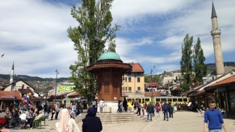 Босанско искуство за Македонија: Демократијата не заслужува да биде давена од насилството