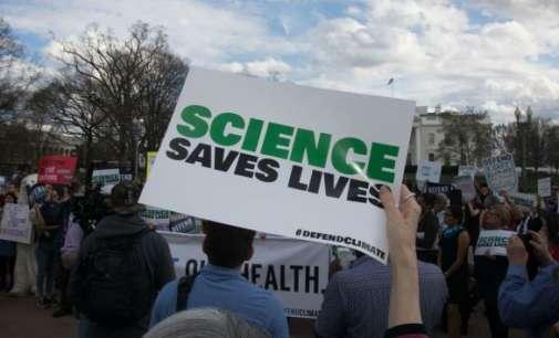 Илјадници научници ширум светот излегуваат на улица во одбрана на својот труд