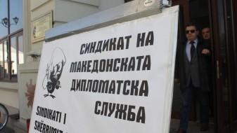 Дипломатскиот синдикат се сомнева: се згрижуваат партиски дипломати