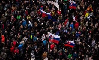 Илјадници Словаци во марш против корупцијата
