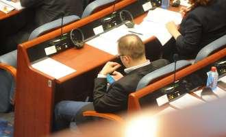 Летаргична атмосфера во Собранието-половина не се во салата, дел 'висат' на Фејсбук