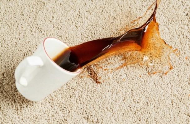 Отстранете ги флеките од килимот за неколку минути