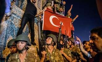 Reuters: Продолжува вонредната состојба во Турција