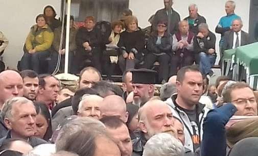 Додека МВР бара притвор за актерот Јовановски, тој настапи во Слепче