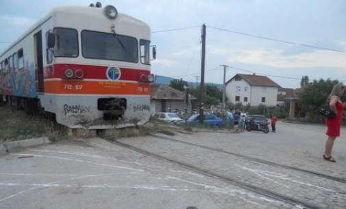 Воз удри во возило – повредениот итно пренесен во болницата во Гостивар