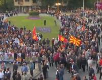 """Час и половина марширање, скандирање и обраќање без нови пораки – Заврши протестот на """"За заедничка Македонија"""""""