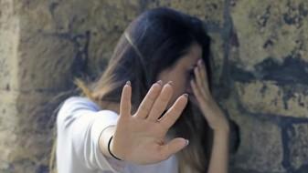 """Во Србија и """"масен виц"""" станува сексуално вознемирување"""