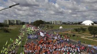 Бразил: Илјадници демонстранти бараат оставка на претседателот