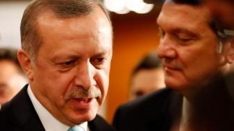 Хан: Ердогановата Турција ѝ го врти грбот на ЕУ