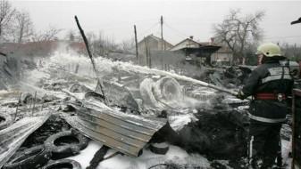 Опожарени две бараки