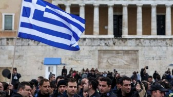 Зошто и покрај спасувачките програми Грција не излегува од кризата?