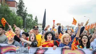 """""""За заедничка Македонија"""": Иванов да го слушне гласот на народот, да не попушта"""
