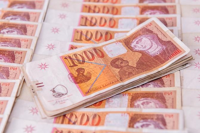 Министерството за финансии денеска ќе позјами 36 милиони евра, утре ќе ја врати истата сума за стари долгови