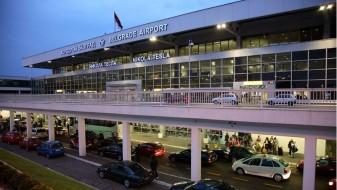 Таксист претепал општински полицаец на белградскиот аеродром