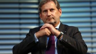 Еврокомесарот Хан ја критикуваше албанската опозиција поради бојкотот на изборите