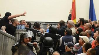 Деветмина обвинети за нападот во Собранието денеска се на суд