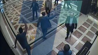 (ВИДЕО) Седум пратеници од коалицијата на ВМРО-ДПМНЕ учествувале во отворањето на вратата на Собранието