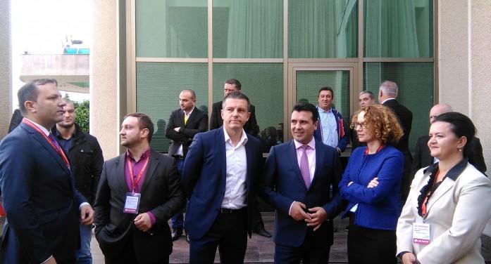 (ГАЛЕРИЈА) Раководството на СДСМ пред почетокот на 22 конгрес
