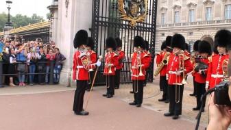 Откажана церемонијалната смена на стражата пред Бакингемската палата