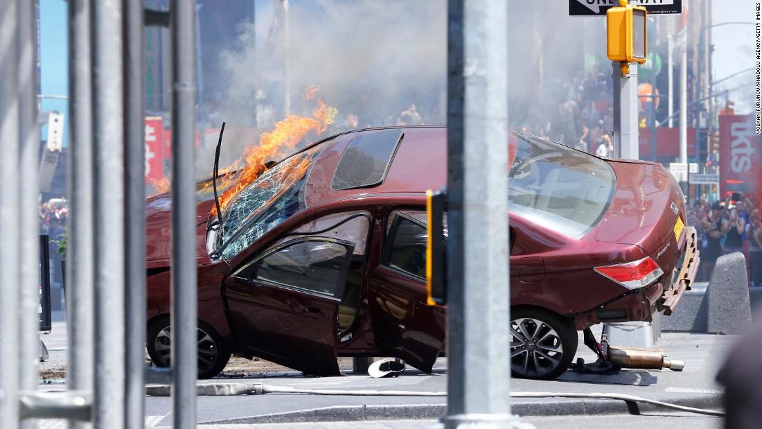 Откриен идентитетот на возачот што со автомобил налета на пешаци на Тајмс Сквер
