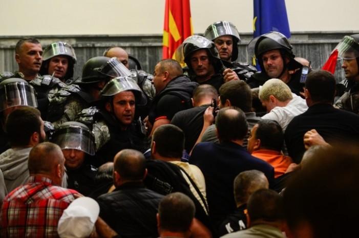МВР поднесе нови кривични пријави за насилниците од крвавите напади во Собранието