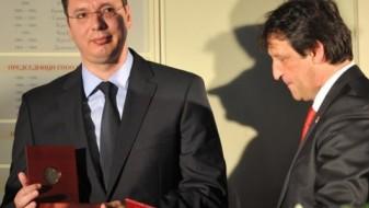 Гашиќ: Го замрзнав членството во СНС, Вучиќ ми верува