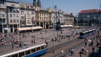 Хрватските мажи најдолго живеат со родителите во цела ЕУ