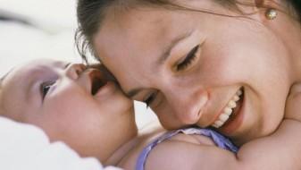 Безусловна љубов на грбот на мајката