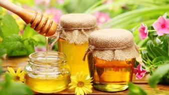 Вода и мед на празен стомак е многу здраво