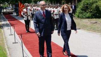 Шекеринска ја презеде функцијата министер за одбрана (ВИДЕО)