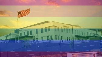 Американската амбасада во Скопје со боите на виножитото за поддршка на ЛГБТ заедницата