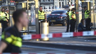 Амстердам: Полицијата нема сознанија дали е терористички акт