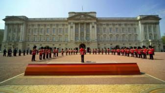Жена прв пат на чело на гардата на Бакингемската палата