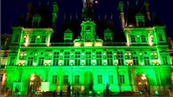 Општински згради низ светот се обоија во зелено заради Трамп