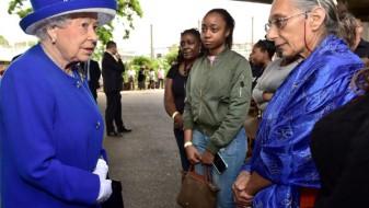 """Кралицата Елизабета и принцот Вилијам го посетија центарот на """"Гринфил тауер"""""""